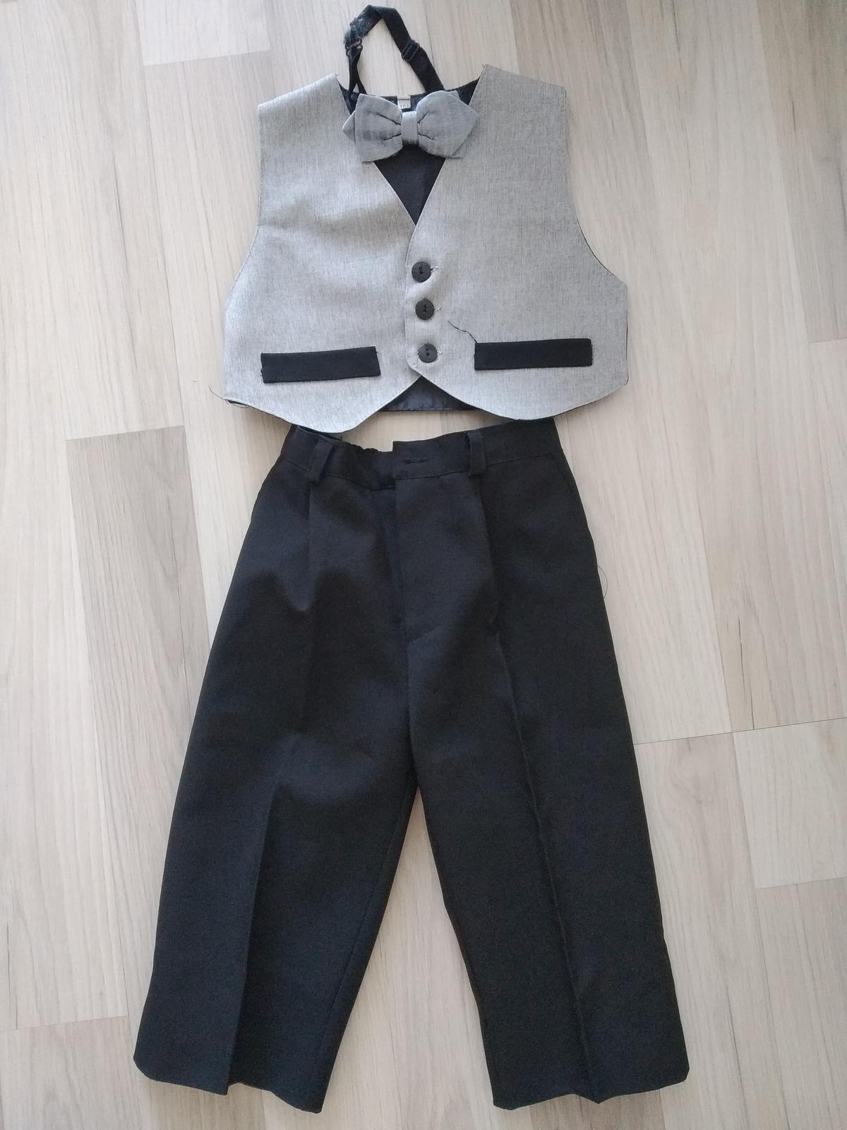 Kalhoty, vesta, motýlek - Obrázek č. 1
