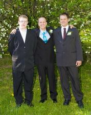 Manžel se svými bratranci