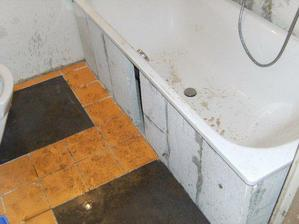 Koupelna po nájezdu špinavých psů