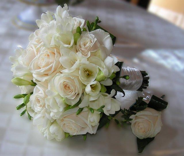 Květiny - Taková kombinace kytiček- růže a frézie