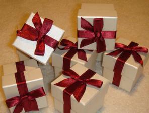 tyto krabicky uz mam doma - dam do nich mandle v cukru pro kazdeho hosta
