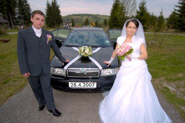 Janka{{_AND_}}Mirko - pri našom svadobnom autíčku