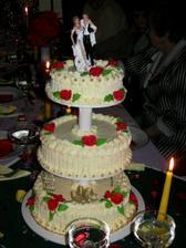 svatební dort, byl prostě krásný a vynikající, figurky nám zůstali na památku