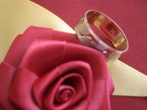 ...aj s menom a dátumom svadby...