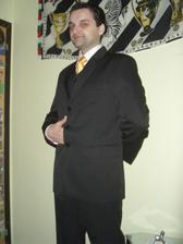 ...svadobný oblek...