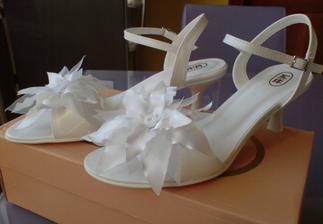sandalky som si vcera kupila na svadobnej vystave