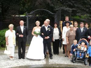 Společné foto,ale pak jsme si uvědomili,že pulka svatebčanu se nám někam zatoulala!