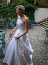 Nevěsta zabraná do rozhovoru