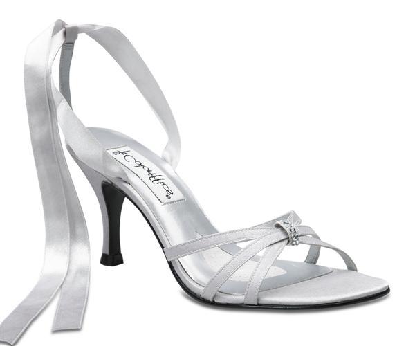 Janka a Karol  30.6.2007 - Jednoznačne budem mať sandálky, nie zatvorené špičky.Niečo takéto by som si priala...Určite to budú sandálky :o)))