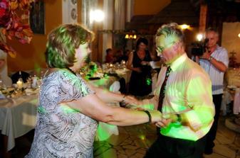 Moji drahí rodičia pri tanci