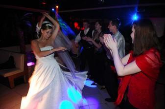 v plnej zábave v jednom nočnom disco klube v Pezinku počas únosu nevesty :o)))