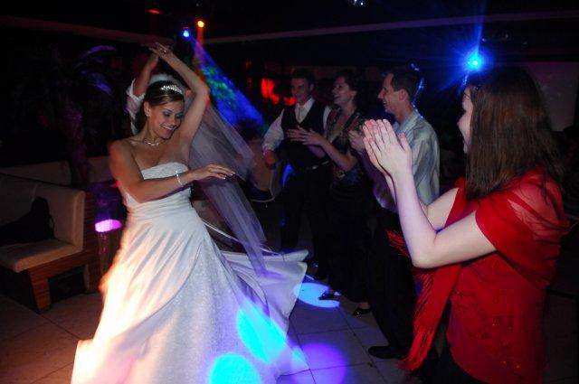 Janka{{_AND_}}Karol - v plnej zábave v jednom nočnom disco klube v Pezinku počas únosu nevesty :o)))
