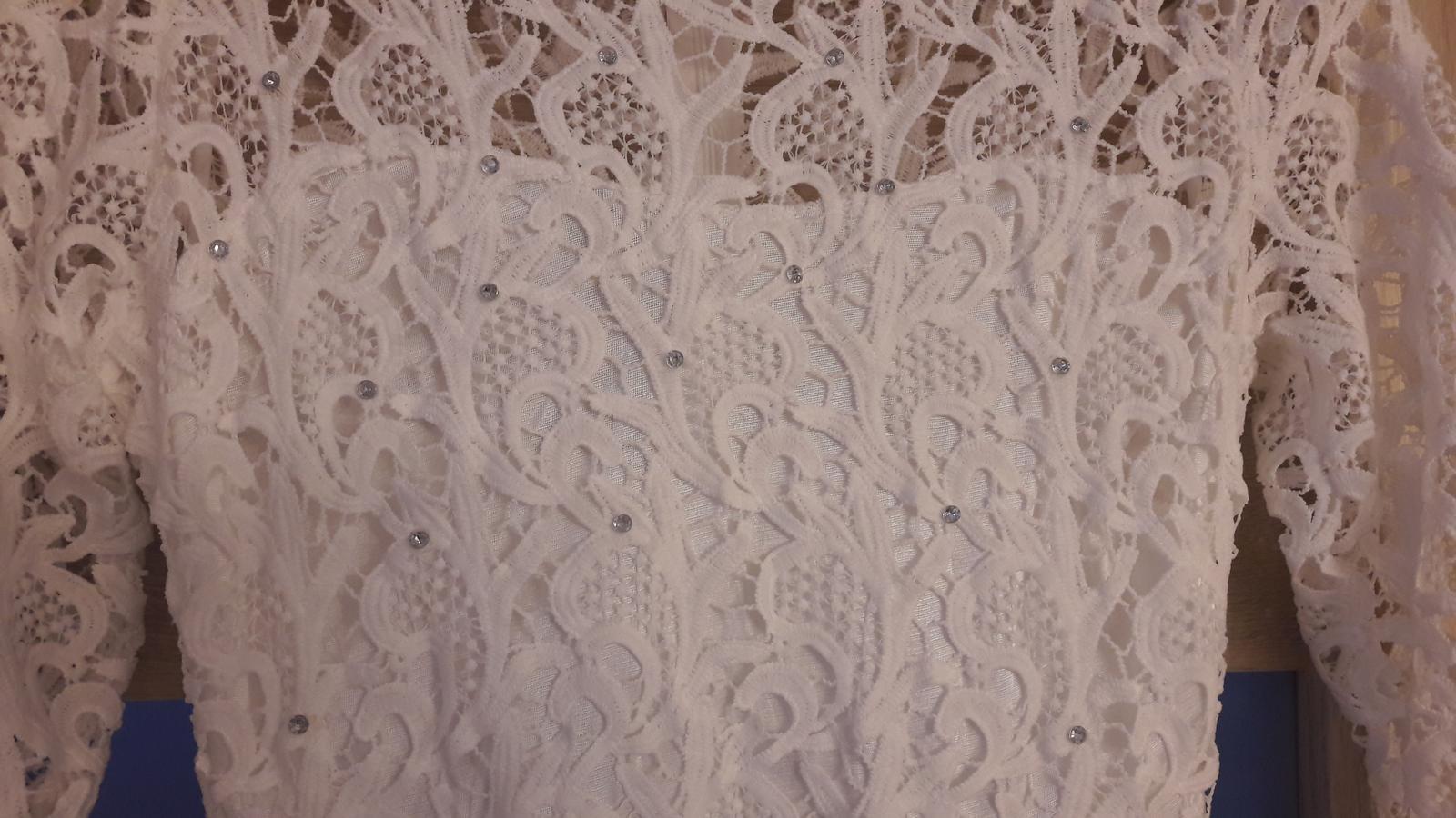 Jednoduché svadobné šaty s čipkou  - Obrázok č. 3