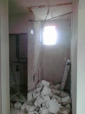 a zväčšujeme kúpelňu :)