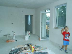 a náš spevák v budúcej obývačko kuchyni :)))))