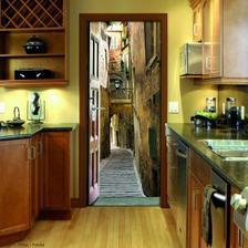 pekne namaľované dvere :)