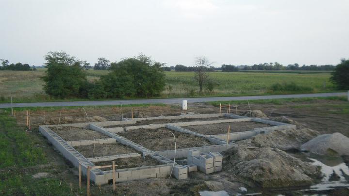 LINEAR 324 od...do... - pozemok vyzaduje dostatocnu sirku bohuzial :(( na pravej strane nam ostalo 1m k plotu a na lavej 3.5m k plotu, aspon ze bude na prejazd autom :)