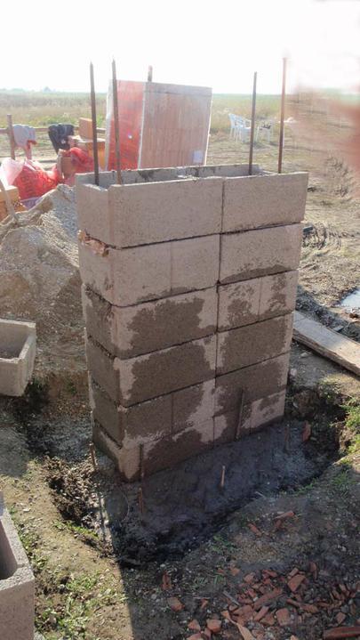 LINEAR 324 od...do... - zacina sa budovat nosny pillier na terasu