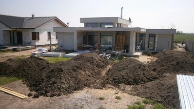 zemina navozena (9x14m3).. este 2fury a moze sa dorobit plot, rozhrnut a ....