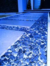 dokonalo zamrznute - ani kamen sa nepohol, skoda ze neostanu tie kamene tejto farby :(