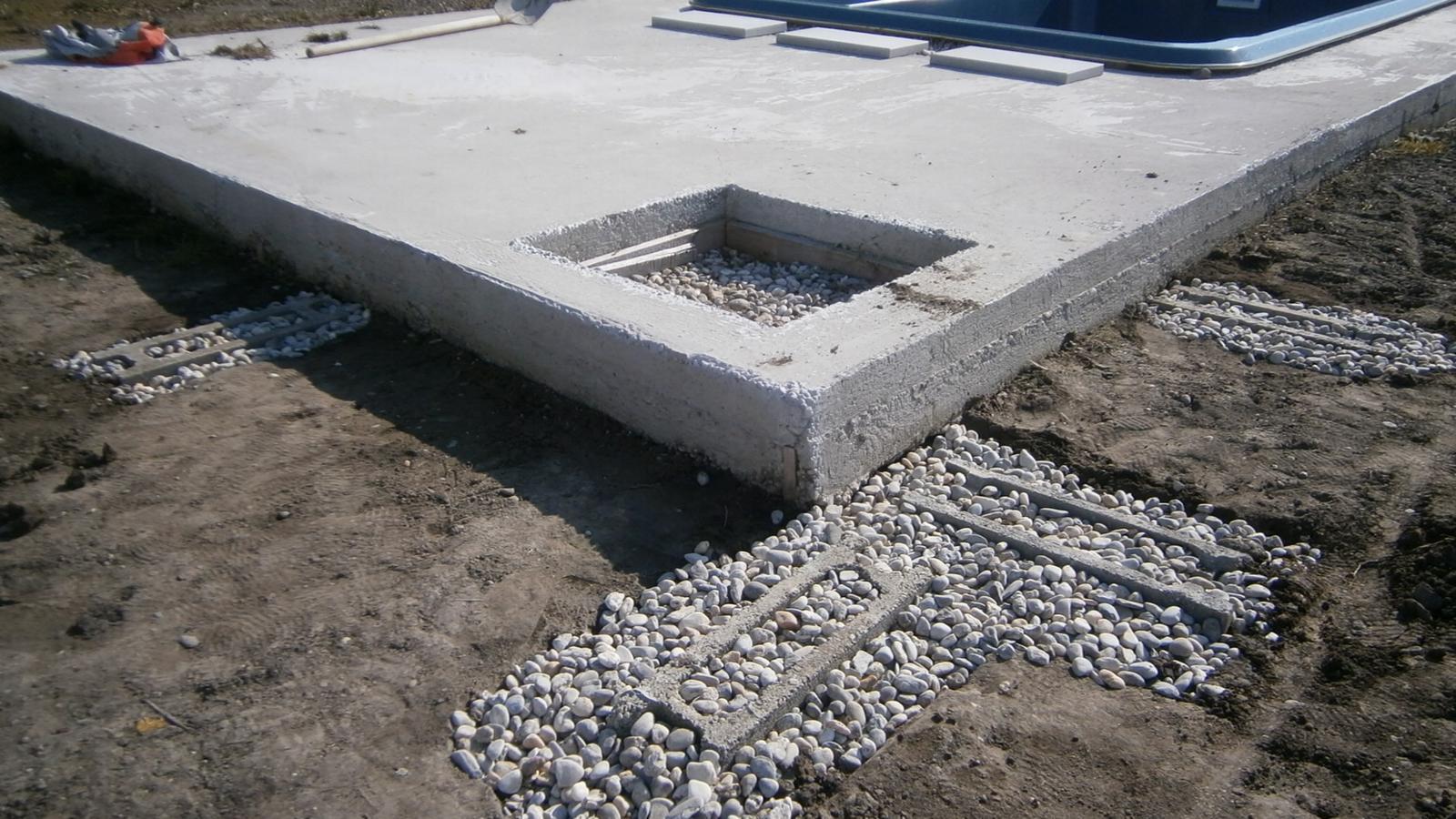 """Modern Garden Linear324 - naša prímorská - """"suche zaklady"""" pre bud. betonove kochliky, hlbka 80cm v nemrznucej vrstve, popripade nadbytocna voda pretecie a kamene nenadvihne mraz."""