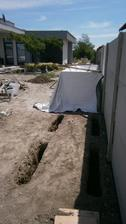 kto uhadne? 8 zakladov, rozmery: cca 60cm hlbka sirka cca 15cm a dlzka 1,1m cca... Kolko furikov betonu vliezlo dnu? :D :D :D hadanka dna...