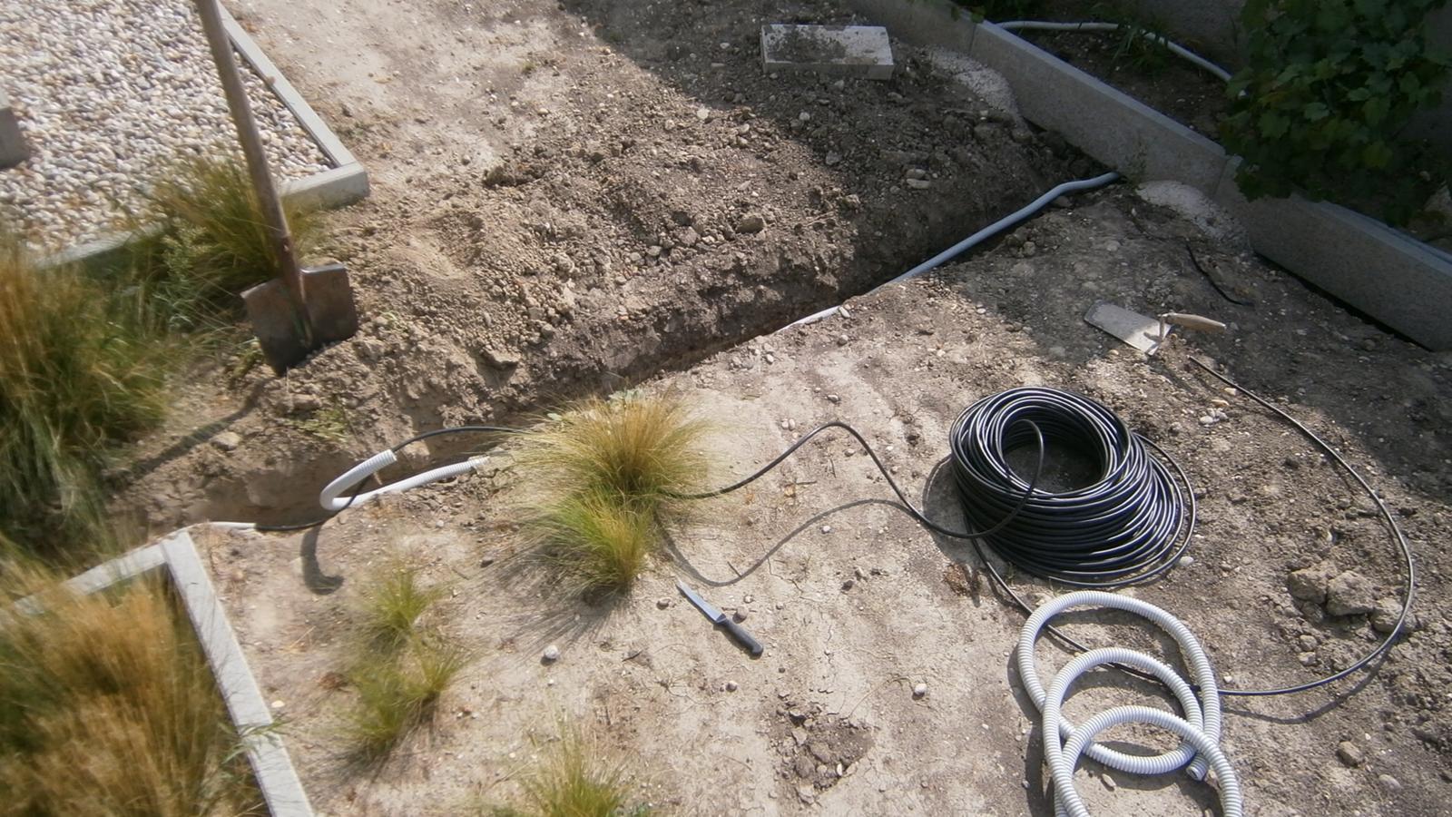 Modern Garden Linear324 - naša prímorská - tahanie elektriky k osvetleniu