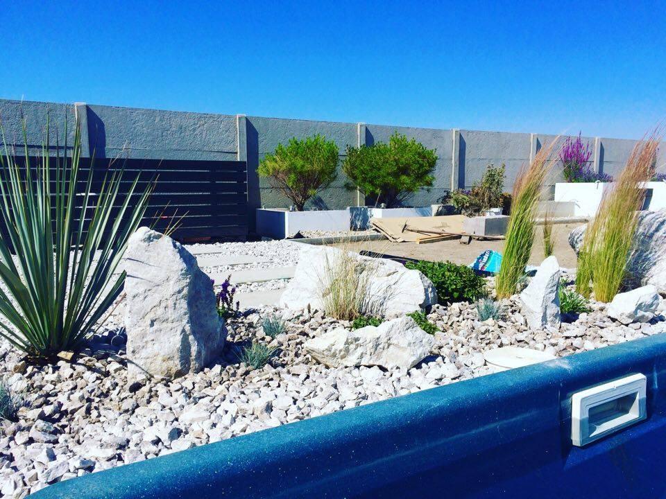Modern Garden Linear324 - naša prímorská - zaklad je poupratovat :D nechapem ako sa mi vzdy po praci nakopi bordel :D
