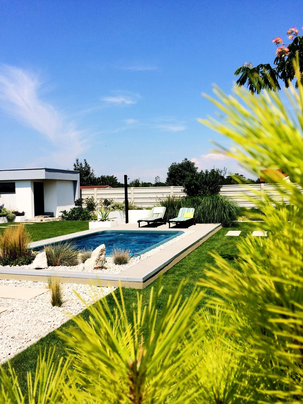 Modern Garden Linear324 - naša prímorská - po 4mes konečná.... hurá, dosky sa musia este farebne dotiahnut na slnku