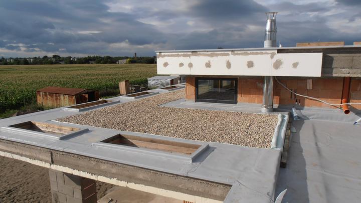 LINEAR 324 od...do... - finalna verzia izolacie strechy terasy, uz len lexan polozit na svetliky a ob-izolovat :)