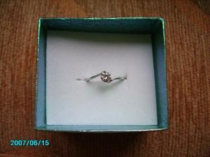 nádherný decentní zásnubní prstýnek