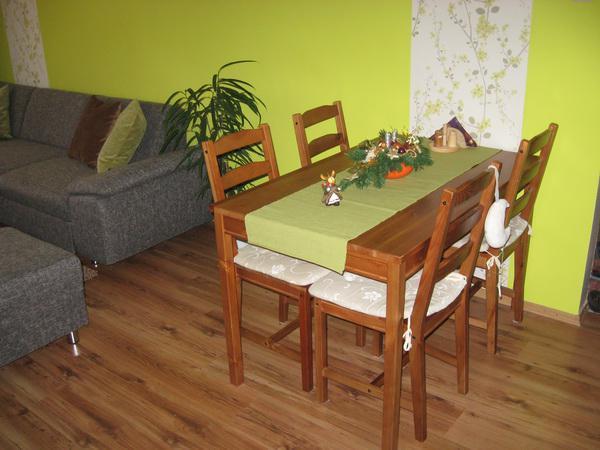 Interier nasho bytu - doplnky, nabytok - Este raz pohlad na nas stol v obyvacke.