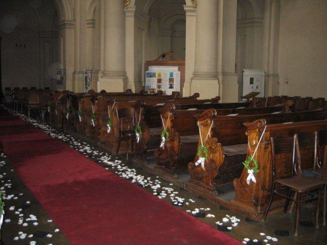 V & J . . . . . 26. august 2006 - moja predstava výzdoby lavíc v kostole