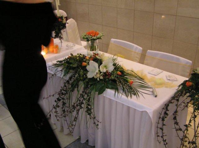 V & J . . . . . 26. august 2006 - ikebana na hlavný stôl - už ju mám objednanú