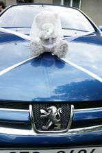 Překvapení od manžela - autíčko pro nevěstu.