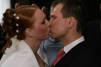 První svatební polibek.