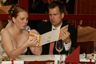 Čtení svatebních přáníček.