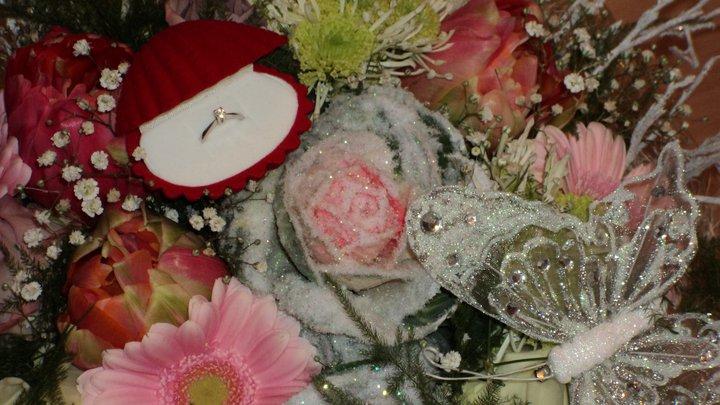 Prípravy na náš deň...11.6.2011 - začiatok...zásnubná kytica s prstienkom