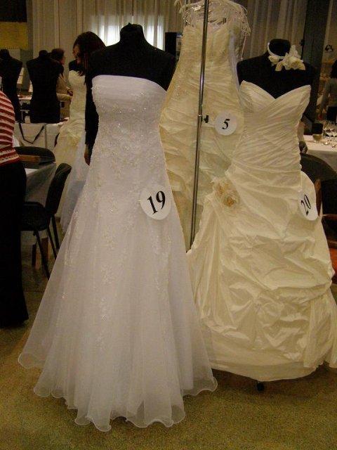 4.10.2008 - zatiaľ sú favoritkami šaty č.20