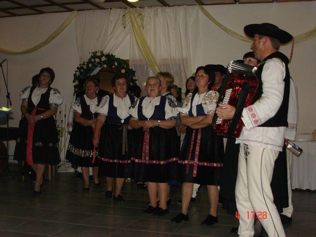 Lucia{{_AND_}}Tomáš - Spevácka skupina Štepnická skala