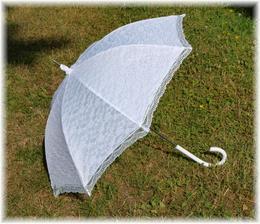 deštník...kdyby náhodou:-) máme obřad venku
