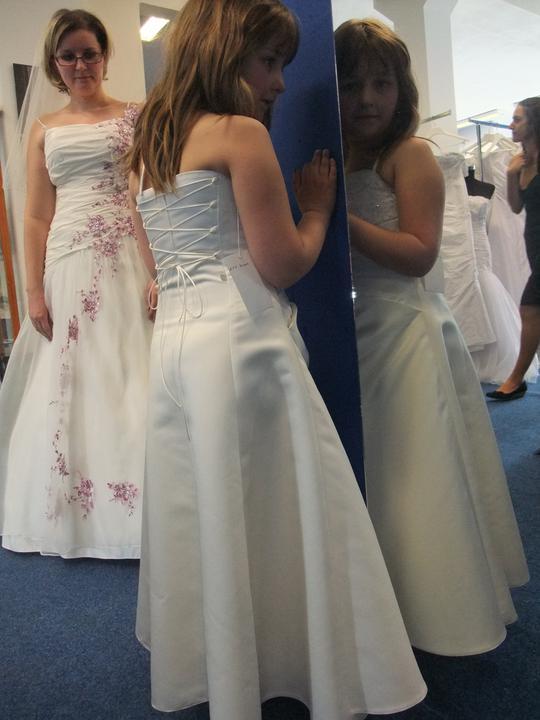 Svatební šaty - těžký výběr - Obrázek č. 14