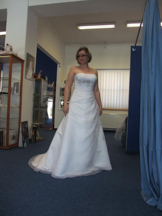Svatební šaty - těžký výběr - a nebo tyto :-)