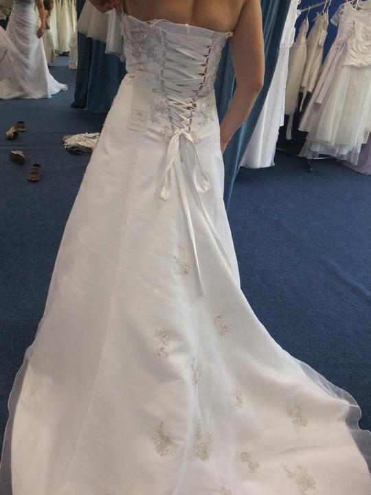 Svatební šaty - těžký výběr - Obrázek č. 16