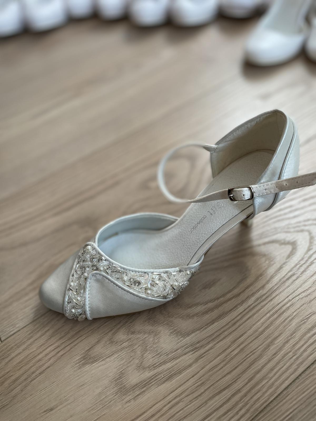 Svadobné topánky ručne zdobené veľ. 35 - Obrázok č. 1