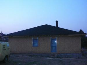 hotová jižní strana střechy