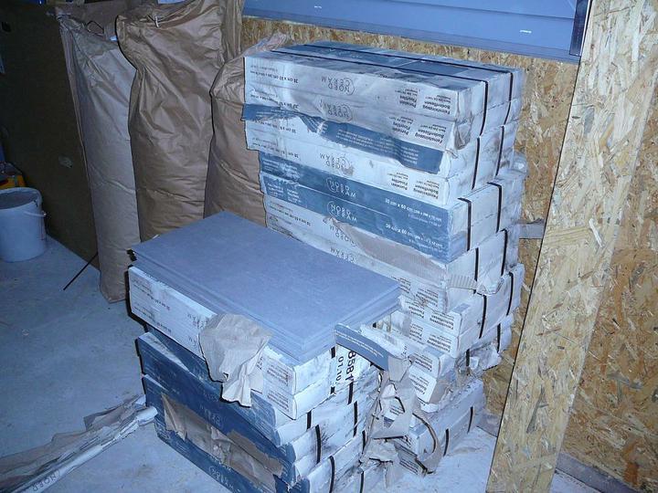 Parozábrana,střecha,stěny - dlažba na terasu, do zádveří a technické