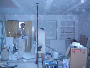 stěnu jsme vyrobili ze sasrokartonu, ještě tam příjdou bodovky