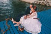 Folklórne sv. šaty s bavlnenou vintage krajkou, 43