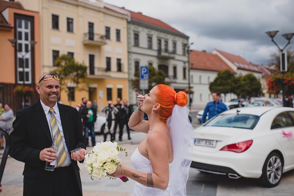 K+S moto svatba 2.9.2019 - Tchán mě došel posilnit :-)